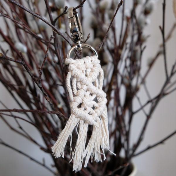 The Hanging Yarn Schlüsselanhänger Makramee